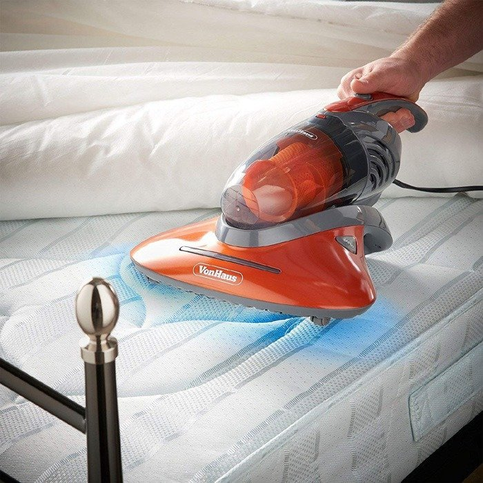 mattress cleaning using vaccum cleaner